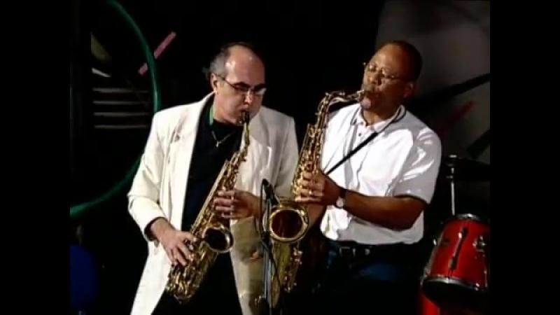 На саксофоне играет Акиф Сулейманбейли (2000) Бакинский джаZZ