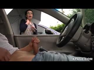Смотрит как парень дрочит в машине девушка на улице мастурбирует порно секс in car masturbation
