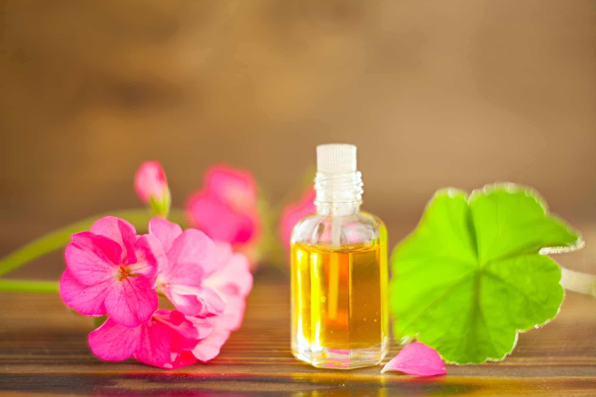 Герань и календула - эфирные масла против старения кожи лица