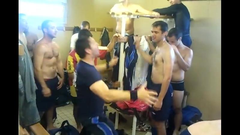 Vestiaires Jura Nord Foot B apres chaque victoire. - YouTube