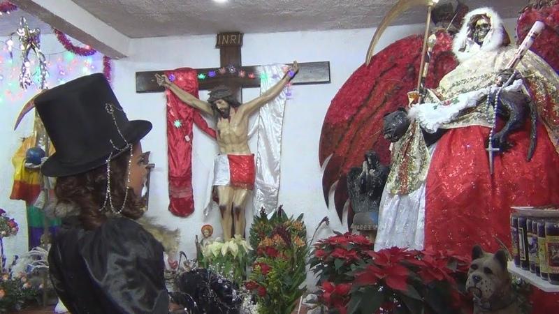 Recibe a la Santa Muerte en su fiesta de XV años.