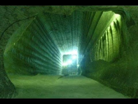 Тоннель под Сфинксом охраняется световым полем,никто не может пройти через него в зал летописей