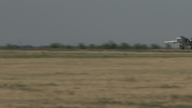 Молодые летчики ЮВО - первая посадка на Су-24М