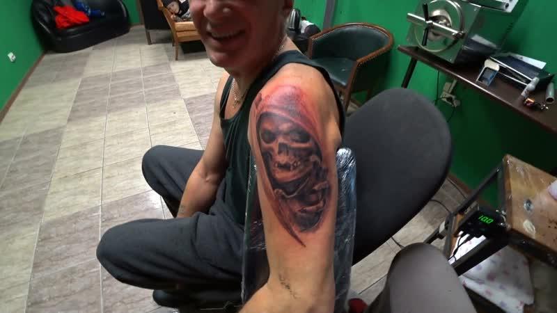 Перебили ПАПЕ татуировку