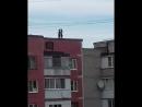 Девушки-подростки устроили фотосессию на крыше опасного дома в Ставрополе