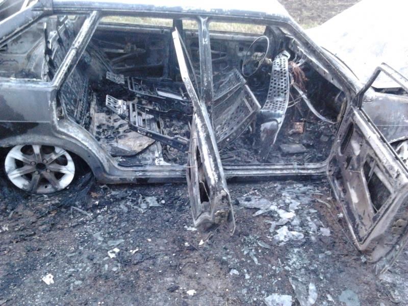 Под Зеленчукской полицейские нашли сгоревший автомобиль