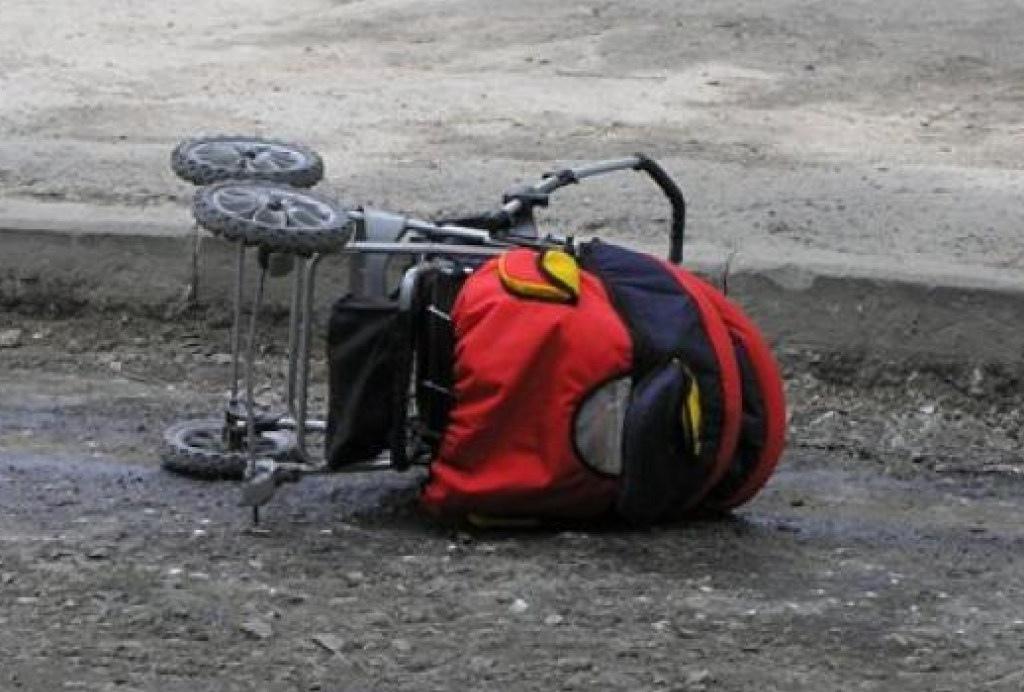 В Черкесске иномарка сбила коляску с младенцем