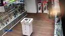 В Уфе неизвестный украл из салона сотовой связи три дорогостоящих смартфона