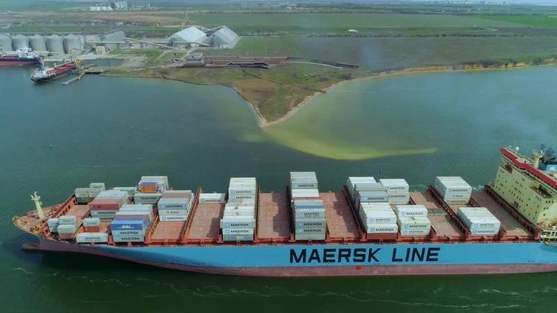 Maersk Klaipeda заходит в TIS.