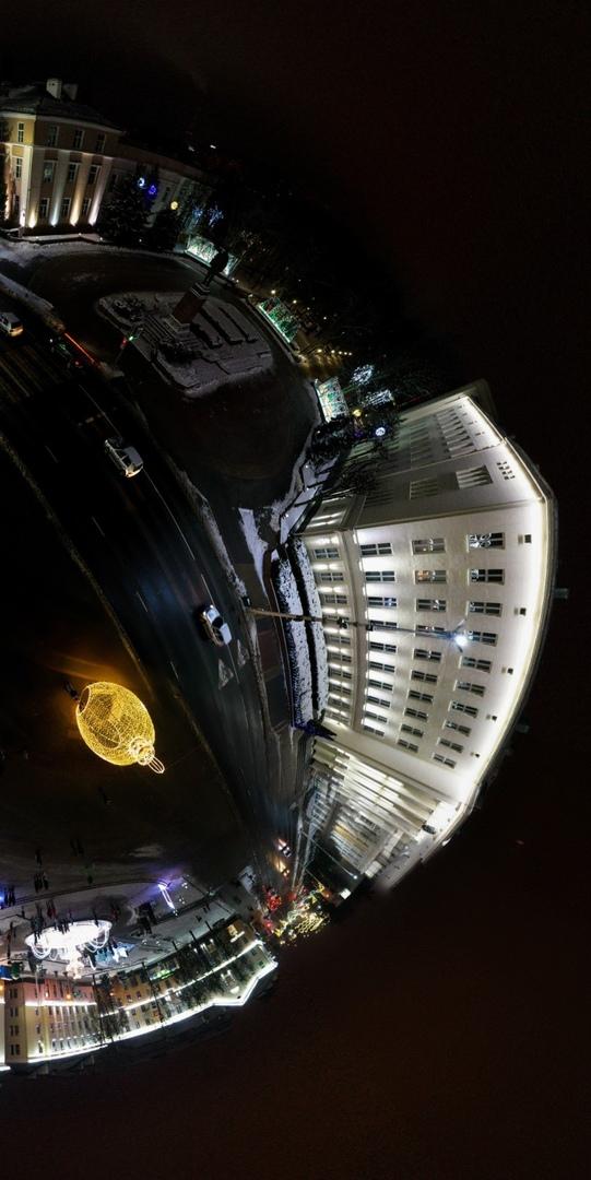Новогодняя площадь в Бресте, какой её видит сферопанорамщик с квадрокоптером