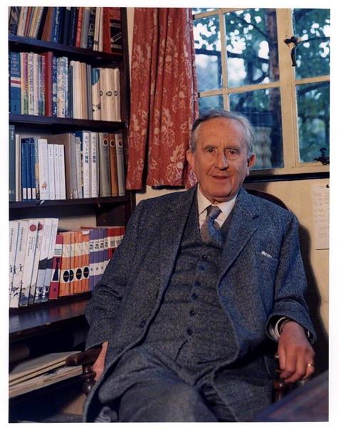 3 января родился ДЖОН РОНАЛЬД РУЭЛ ТОЛКИН — английский писатель, лингвист, филолог, наиболее известен как автор «Хоббита» и трилогии «Властелин колец».