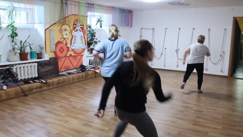 современные танцы Девушки танцуют