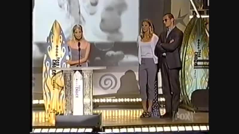1999.08.01 - Сара на первой ежегодной церемонии Teen Choice Awards в Амфитеатре студии Universal