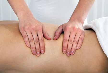Массаж может быть полезен при болях в спине
