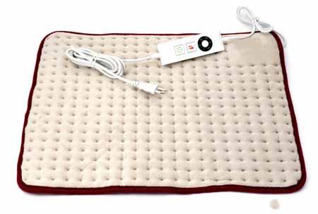 Электрическую грелку можно обернуть вокруг больной спины, чтобы облегчить боль.