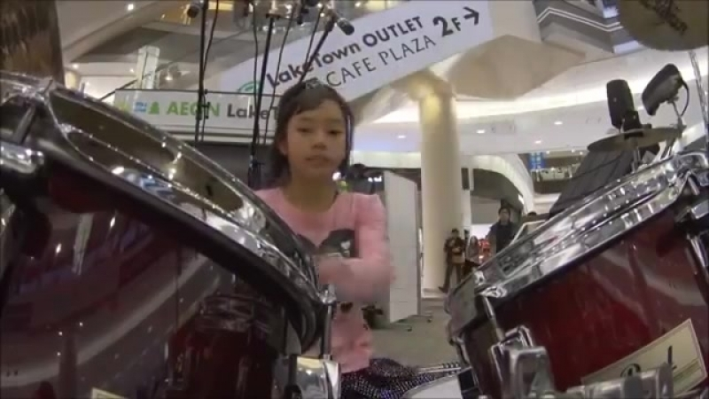 Super Incredible Girl Drummer FOOLS Crowd at Japanese Mall! So Cool