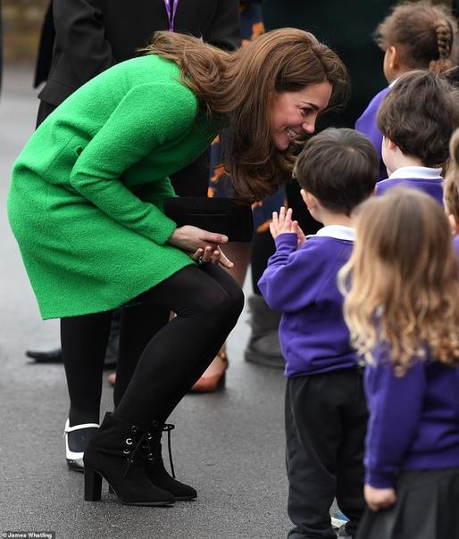 Кейт Миддлтон посетила две школы в Лондоне в рамках Недели психического здоровья детей Эта неделя в Великобритании объявлена неделей психического здоровья детей. В связи с этим 37-летняя Кейт