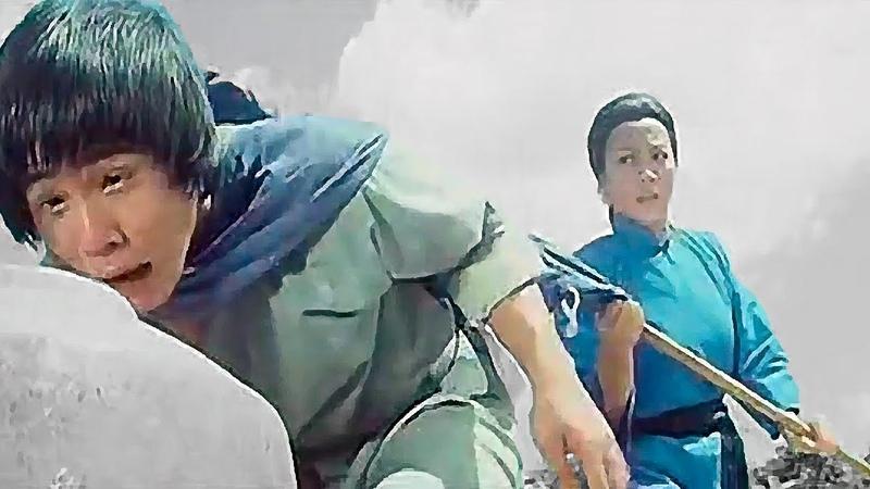 Мать тренирует сына кунг фу Mother trains the son of kung fu