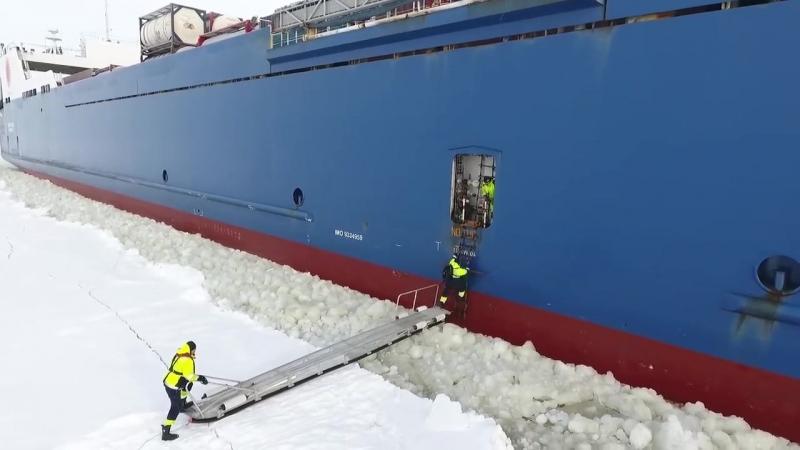Посадка на корабль на ходу