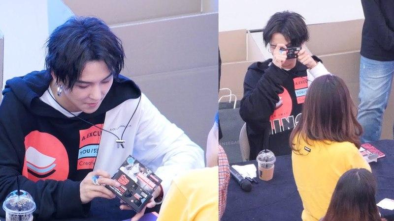 작은 카메라 선물 받은 송민호 MINO, Mini Camera Gift : 위너 WINNER 팬싸인회 Fansign Event : 고양 스타필드