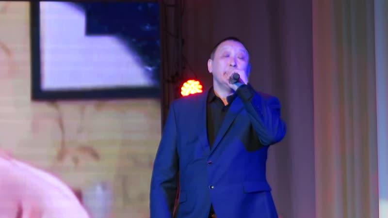 Поёт Андриан Егоров. Покровск, Якутия. 8 марта 2019