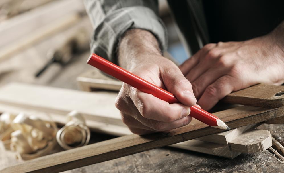 Изучение навыков деревообработки может быть полезно для дизайнеров игрушек.