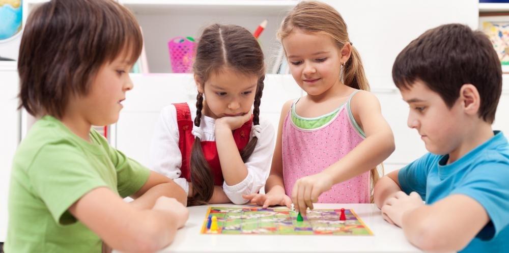 Игрушка может быть спроектирована и продана специально для детей, как настольные игры.