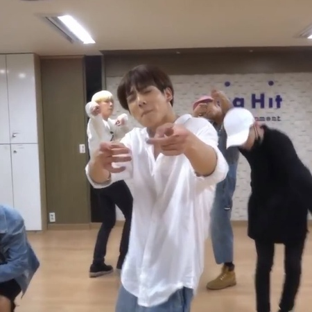 BTS JUNGKOOK 정국 ღ on Instagram: I wanted to post this video and it s a little wink for my mother who loves this choreography