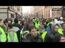 A Paris les gilets jaunes mobilisés contre la hausse des prix du carburant