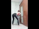 Милая школьница танцует 3