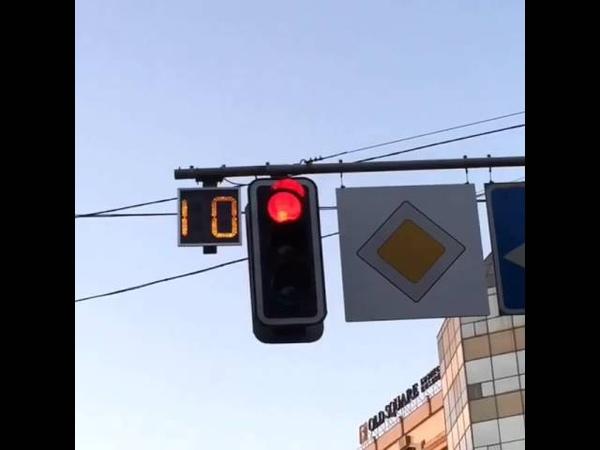 Реакция на зеленый свет светофора некоторых людей