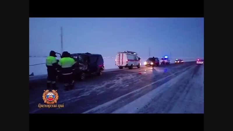 На Таймыре микроавтобус с юными спортсменами попал в смертельное ДТП по дороге на соревнования