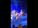Танцуют нереально красиво вживую видеться это здорово