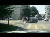 В Новороссе женские бои без правил на дороге