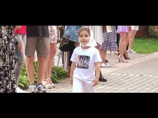 Показ от юных моделей агентства Linda в рамках АРТ-ПЯТНИЦЫ в Московском зоопарке.