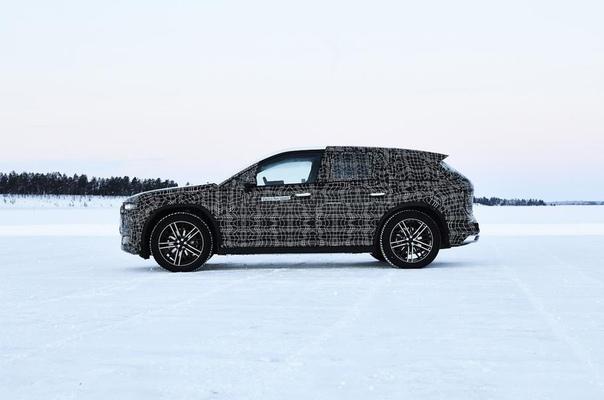 MW начала зимние испытания электрического кроссовера iNEXT. Компания BMW рассказала, как проходят зимние испытания ходового прототипа электрического кроссовера iNEXT на полигоне в шведском
