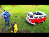 Кристорф моет свой Volkswagen Transporter
