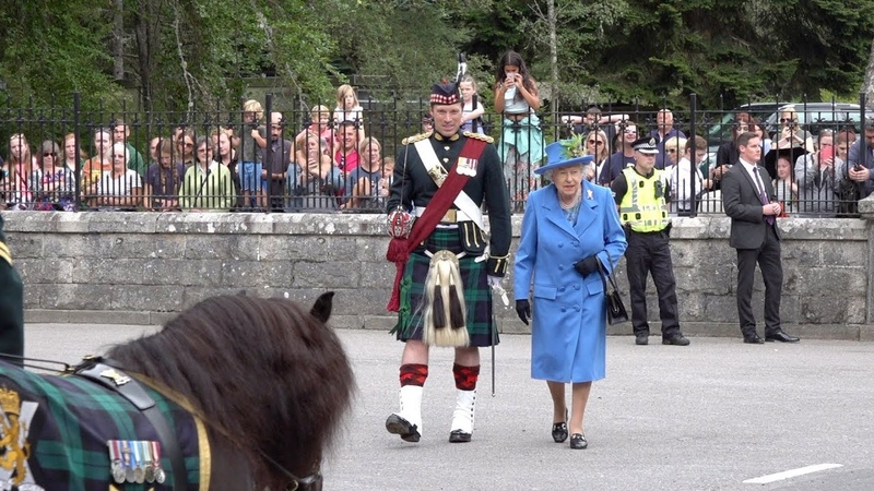 The Queen inspects the guard of honour at the gates of Balmoral Castle and Estate Aug 2018