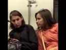 Что там у тебя хорошее настроение, юмор, смешное видео, женское любопытство, студентка, девушки, метро, транспорт, подсмотрела