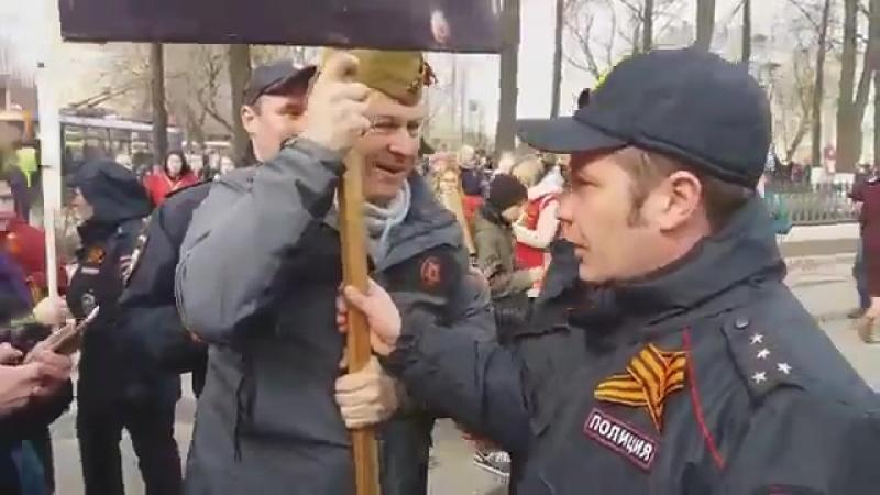Власовцы запретили вход с портретом Верховного Главнокомандующего Сталина, и человека Победы на парад Победы