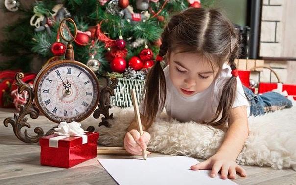 Дед Мороз, дед Мороз... Вот ты, папа, ты сказал, чтобы я написала ему письмо. Ты все еще думаешь, что я маленькая. Мне семь лет, пап, я уже знаю, что деда Мороза не бывает. Наверное. Нет, может