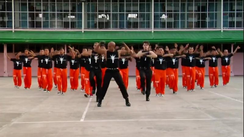 Танец филиппинских заключенных в память о Майкле Джексоне