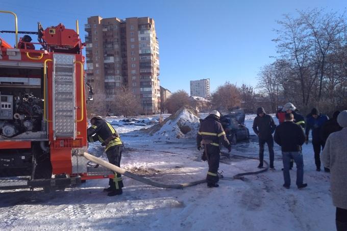 Утром в харьковском дворе сгорел автомобиль Daewoo Lanos