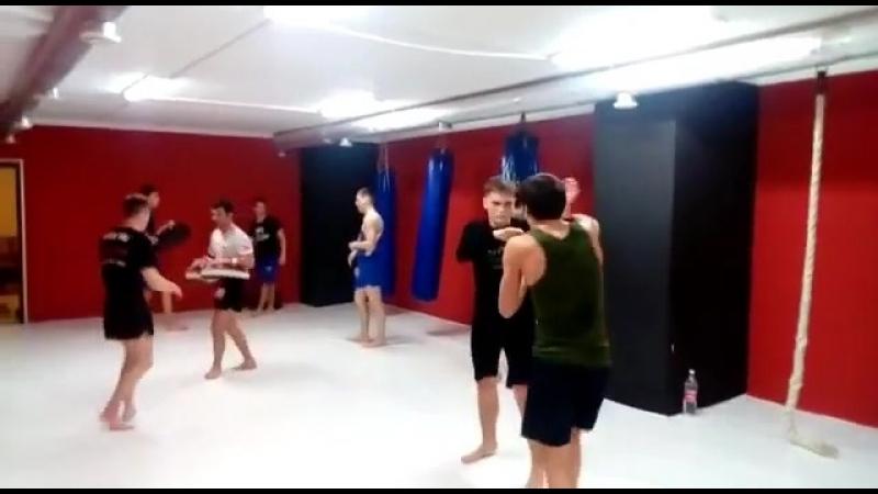 Тренировка старшей группы по тайскому боксу. ке_колизейстань_сильнее_здесь_и_сейчастайскийбоксмуайтайкиокусинкайдзюдосамб