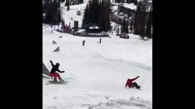 Главное мягкое приземление 🤘🏼🏂 @ charlesreid snowboardingarborarborsnowboardsrussiasunsportmoodарборсноубордроссиямос