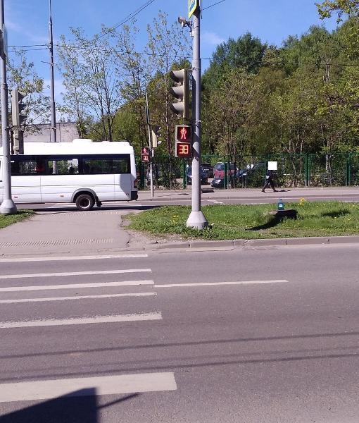 Светофор отремонтировали на улице Дыбенко