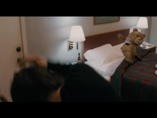 Качка побил плюшевый медведь — «Третий лишний» (2012) cцена 11-12 HD.mp4