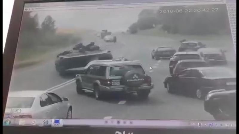 На выезде из Города БМП раздавила легковушку Беларусь