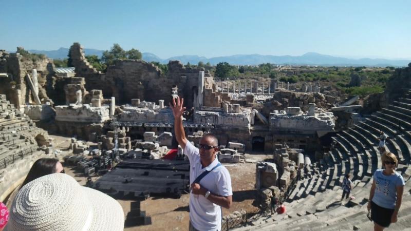 Античный театр, построенный на равнинах Турции
