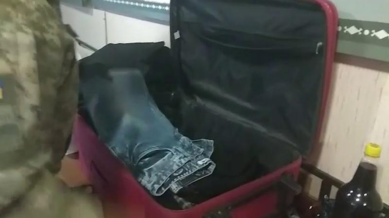 Молдаванин переправляв в шкарпетках та валізі препарат для омолодження обличчя